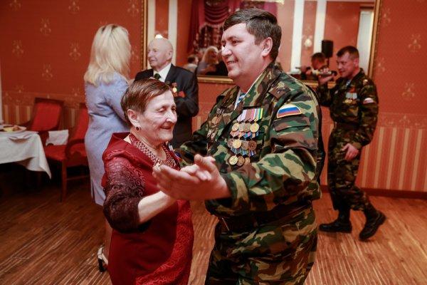 Нефтяники «ЛУКОЙЛ-Коми» организовали для усинских ветеранов праздничный вечер