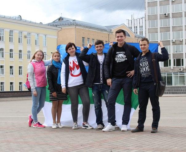 Молодежное правительство Республики Коми запустило акцию — «Путешествие флага Республики Коми»