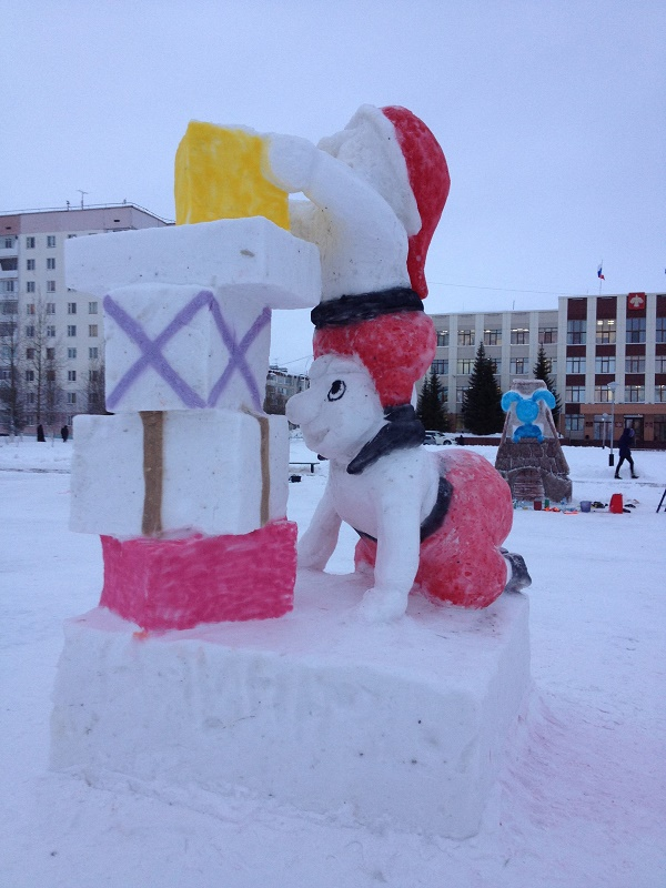 Подготовка площадей Усинска к установке зимних фигур началась