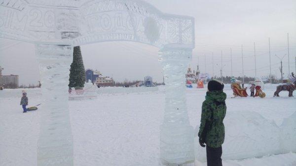 Воскресный мороз помог скульпторам завершить работу