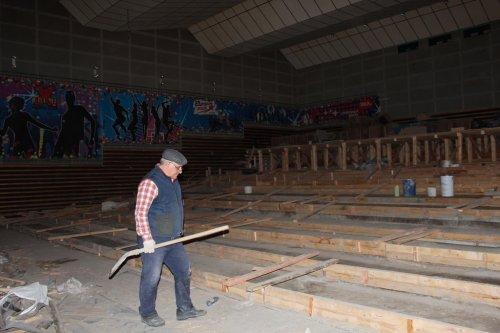 Реконструкция кинозала в РЦ «Томлун» продолжается