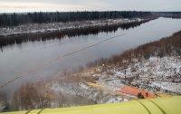 На Колве, в Усинском районе, продолжаются работы по ликвидации последствий нефтеразлива / Видео