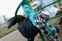 Инцидент с падением ребенка на усинской детской площадке рассмотрели в суде