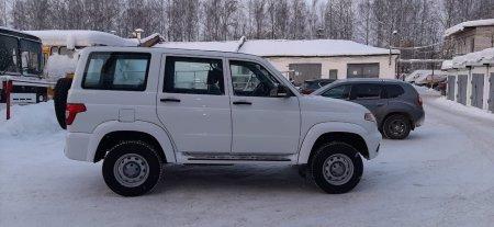 Автопарк Усинской больницы пополнился двумя новыми автомобилями УАЗ