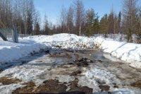 Найденный у дороги на Водозабор загрязненный снег вывезен
