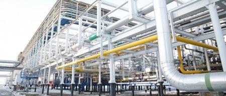 Станция – целый завод смножеством установок, агрегатов и труб
