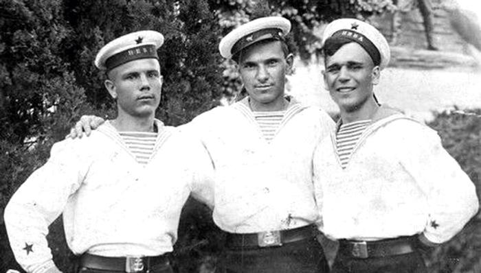 Алексей Ларькин (слева)