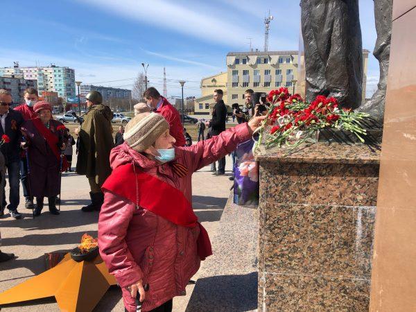 9 мая в Усинске возложили цветы