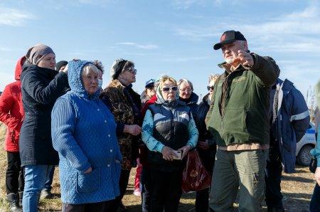 Владимир Уйба посетил с рабочей поездкой Усинск, где продолжается ликвидация последствий нефтепроявлений на реке Колва