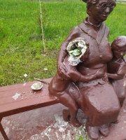 Памятник бабушке в Усинске сломали вандалы