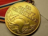 Девочку из Усинска наградили медалью за спасение на пожаре своего четырехлетнего брата